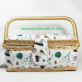 Costurero Pequeño forrado en tela estampada con motivos de costura para accesorios de costura lamargaridacreativa 1